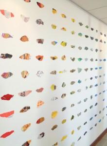 Sans titre (vue de l'Installation), 3 x 7m, papiers déchirés épinglés sur mur, Le Volume, Vern sur Seiche, 2014
